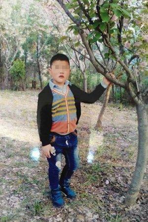 """河南信阳警方:""""干尸""""男童因重度营养不良死亡"""